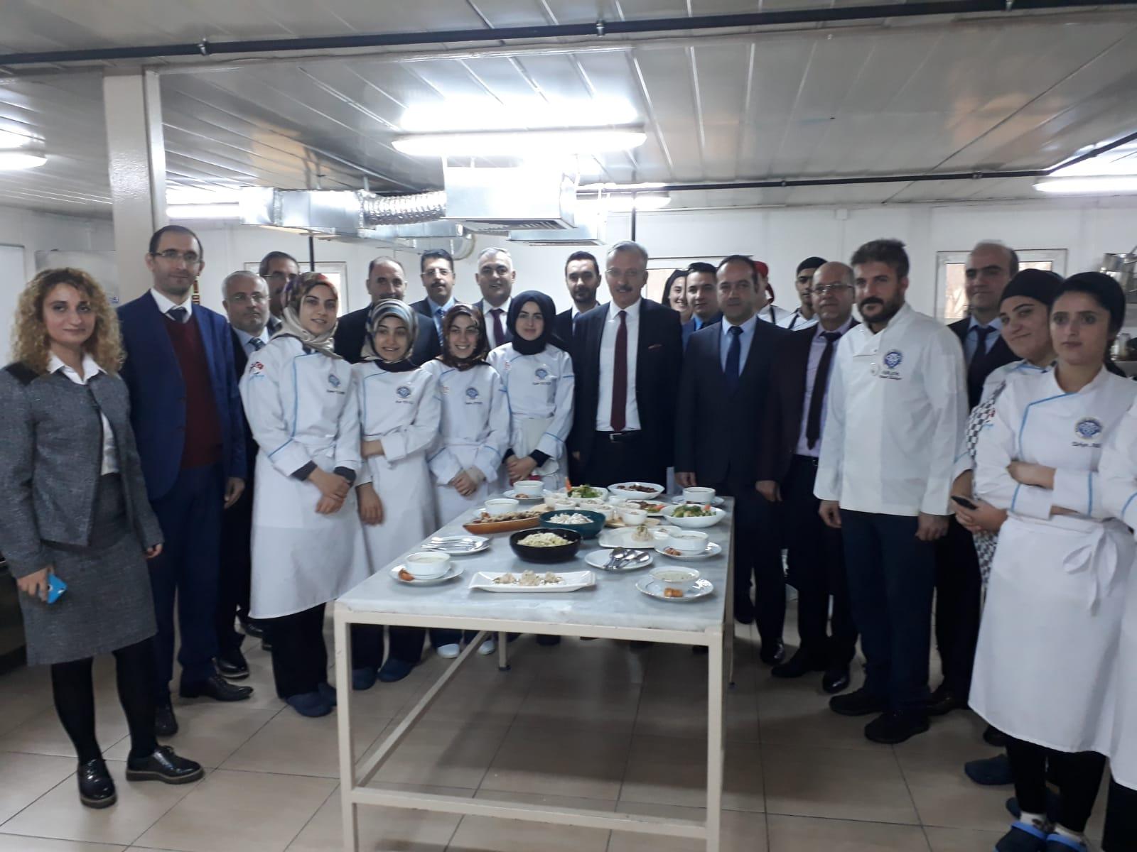 Rektörümüzden Aşçılık Mutfak Atölyesine Ziyaret